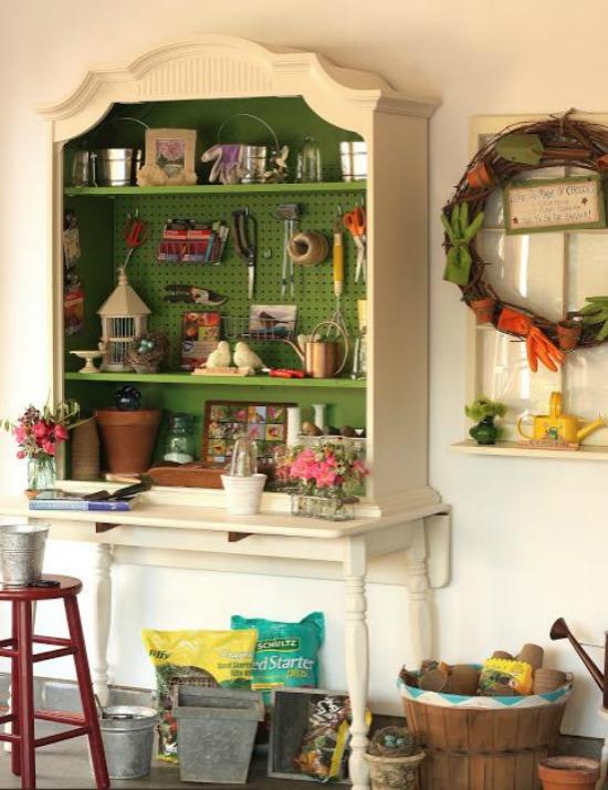 DIY Potting Bench robins nesting place